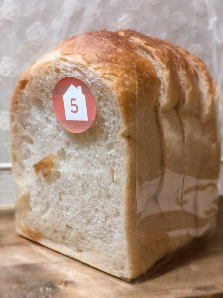葉山 三角屋根  パンとコーヒー 山型食パン