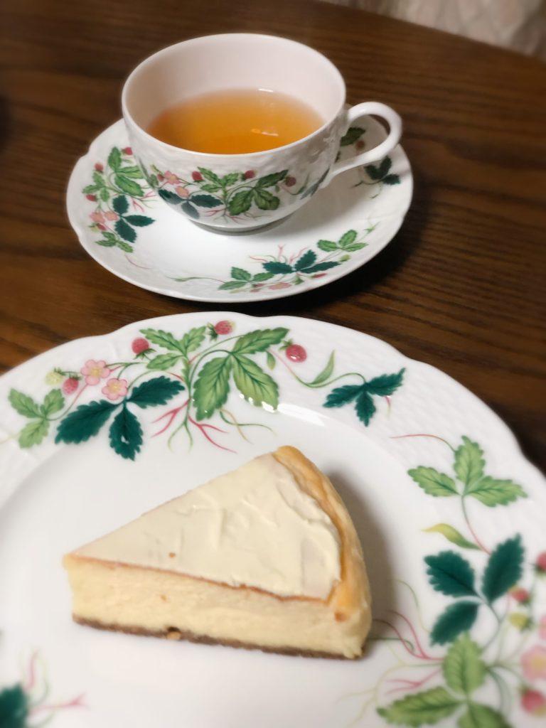 葉山 三角屋根 パンとコーヒー チーズケーキ