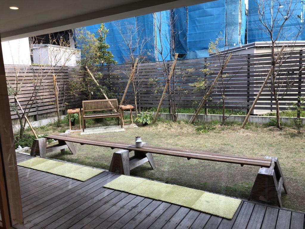 葉山 三角屋根 パンとコーヒー カフェ